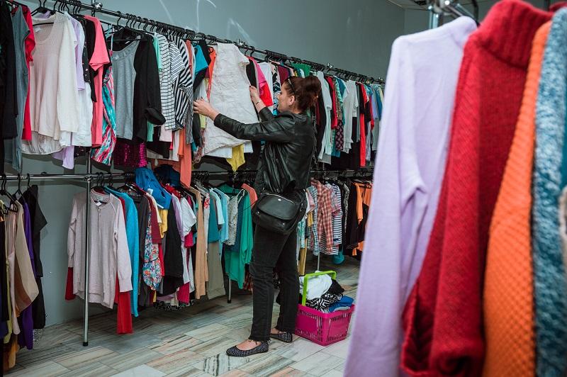 Мы продолжаем изучать ассортимент товаров и цены в самых разных магазинах  польских городов. На этой неделе отправимся в магазины б у одежды, обуви и  других ... 6fd4976b4a8