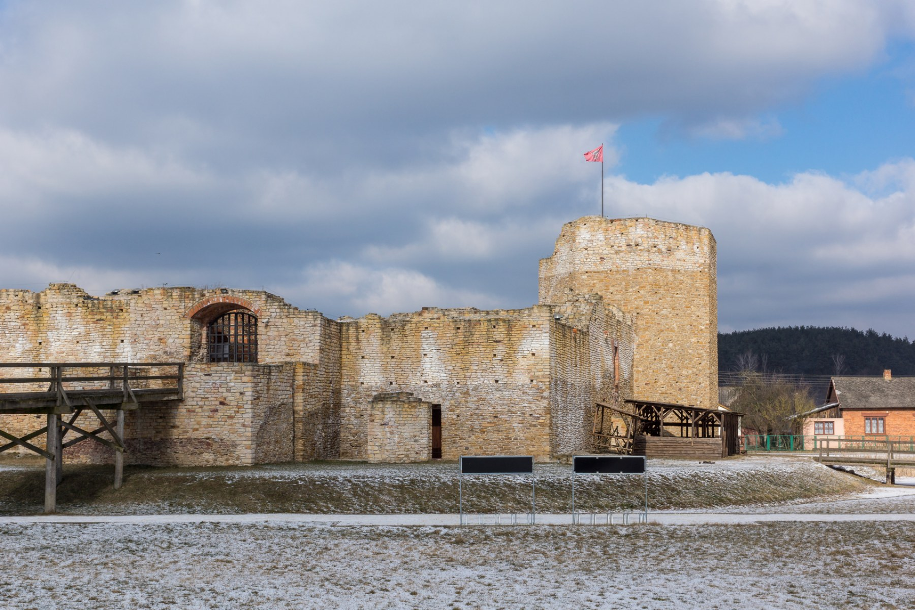 Старинные польские замки бесплатно: 8 лучших предложений