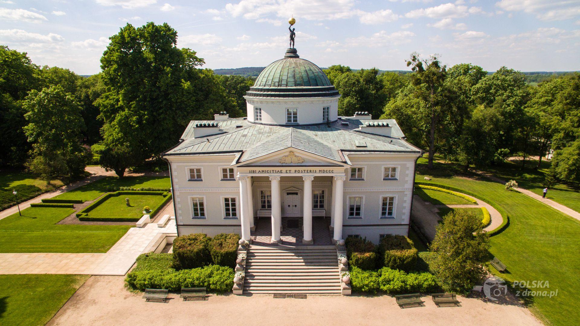 Отели в старинных дворцах Польши: сколько стоит ночлег по-царски?